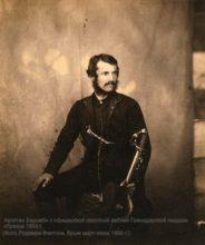 Капитан Барнаби с офицерской пехотной саблей Гренадерской гвардии