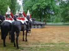 800px-Household_cavalry_Hyde_Park